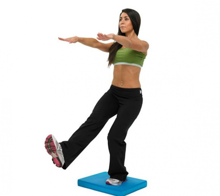 fitness_mad_balance_pad_fitness_mad_balance_pad_in_use_2000x2000