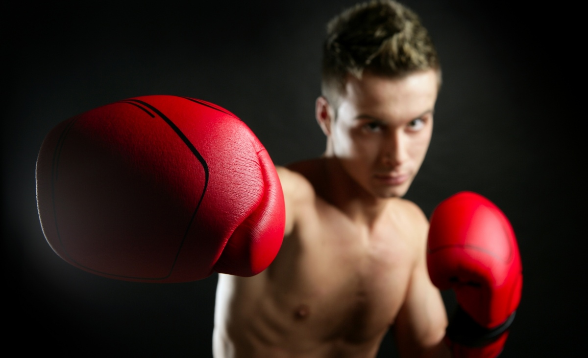 stockfresh_id316606_young-shaped-man-boxing_sizeM